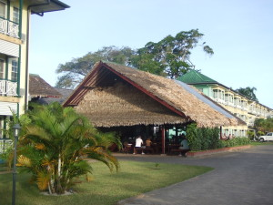Ferburai 2011; Ontbijten bij Eco Resort Inn (foto: René Hoeflaak)