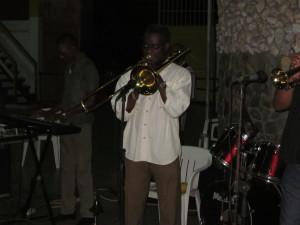 Rudi Spa tijdens een optreden in Paramaribo in 2011 (foto: René Hoeflaak)