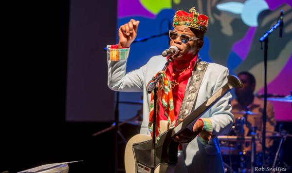 Amsterdam, MC Theater, 25 mei 2014: Edgar Burgos zanger en oprichter van Trafassi (foto: Rob Sneltjes)