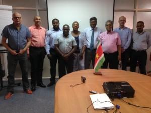 Deelnemers van de marktoriëntatiereis op de foto met het management van het Suriname Business Forum (foto: René HOeflaak)