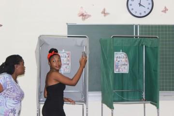 Stemhok in Suriname (foto: www.verkiezingen.sr)