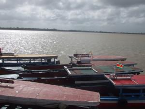 2009: Bootjes in de Suriname rivier (foto: René Hoeflaak)