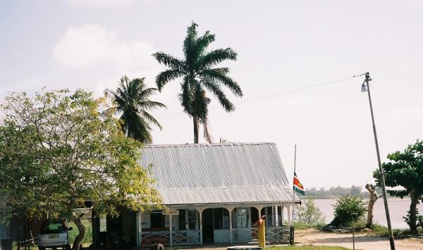 2006: Politiepost Suriname Nieuw Amsterdam (foto: René Hoeflaak)