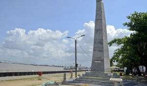 Paramaribo: Het oorlogsmonument aan de Waterkant is bijna klaar (foto:Irvin Ngariman, De Ware Tijd)