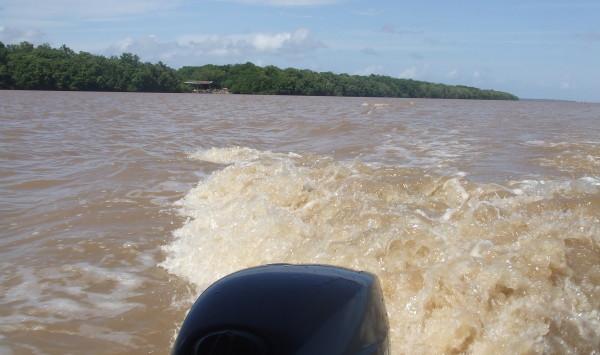 Zon,water en energie in Suriname. Gemiddeld worden er in Suriname op jaarbasis 2500 tot 3000 zonuren gemeten (foto: René Hoeflaak)