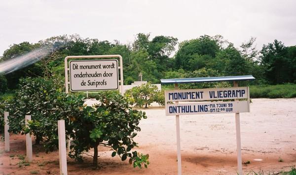 Maart 2006: monument SLM vliegramp 1989 op de plek van de ramp. (foto: rené Hoeflaak)