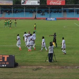 Maart 2016: Surinaams elftal viert een doelpunt tegen Guadeloupe (foto: René Hoeflaak)