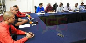 19 december 2017: persconferentie van minister Miranda van Transport  over de situatie rondom Insel Air (bron foto: Leroy Troon;  Starnieuws)