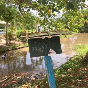Suriname, Laarwijk, 24 maart 2018; nuttige info voor wie nodig moet (foto: René Hoeflaak)