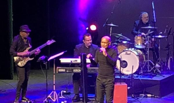 Powl Ameerali op het podium van theater Zuidplein op 31 maart 2019 (foto: René Hoeflaak)