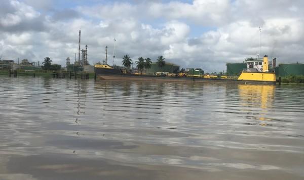 Suriname, 14 februari 2017: Raffinaderij van Surinaamse Staatsolie Maatschappij  (foto: René Hoeflaak)