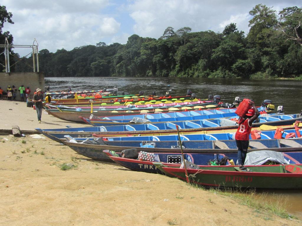 Atjoni, Suriname, 26 maart 2016: een belangrijk vertrekpunt voor een verblijf in de prachtige jungle van het 'binnenland' (foto: René Hoeflaak)
